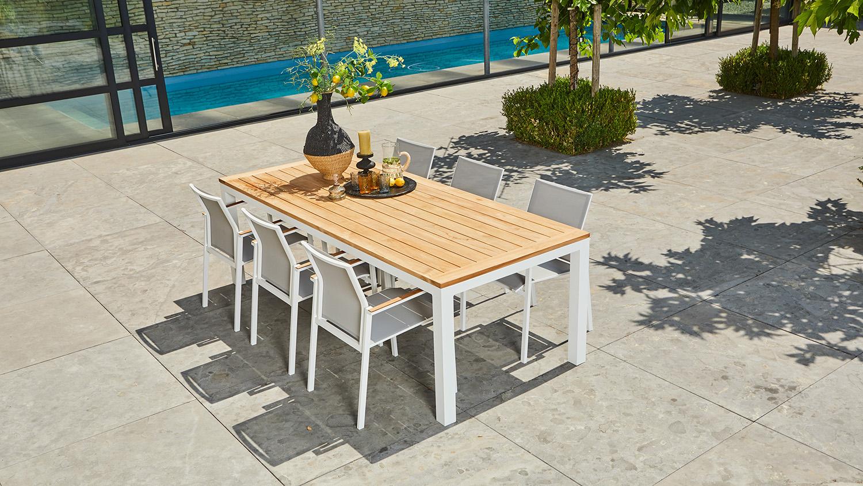 SUNS-Blue-Tutti-Teak-Chair-Vario-Table-Mood-01-youcreate